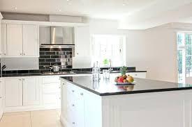 cuisine blanc et noir modele cuisine blanche stunning modele de decoration de cuisine