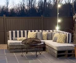 canapé exterieur en palette salon de jardin palette bois fabrication avantages entretien