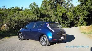 nissan leaf gas tank size 2016 nissan leaf vs 2016 volkswagen e golf range anxiety slashgear