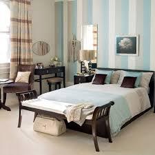 muri colorati da letto pareti a righe verticali e orizzontali pareti colorate toeletta