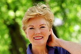 short blonde hairstyles for older woman with round shaped face for