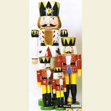 nutcracker king 120 cm 47in by individuelle holzkunst