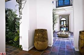 khloe home interior let s get this khloe buys justin bieber s house