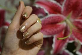 beauty tutorial diy modern glam gold french manicure