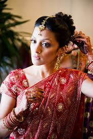 the essential guide to hindu weddings bridal attire and jewelry