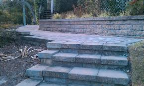 tumbled cobblestone concrete paver walkway with tumbled wall block