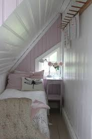 Loft Bedroom Ideas by Top 25 Best Eaves Bedroom Ideas On Pinterest Loft Conversion