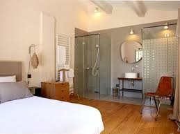 chambre salle de bain ouverte comment ouvrir sa salle de bains sur la chambre espaces ouverts