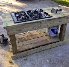 faire une cuisine d été 15 idées pour aménager une cuisine d été à l extérieur palette