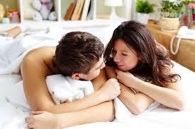 5 tips membicarakan seks dengan pasangan tanpa canggung hello sehat