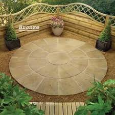 Round Patio Pavers by Circular Brick Patio The Casual And Informal Design Is Appealing