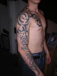 tribal tattoos om arm for man ideas que la historia me juzgue