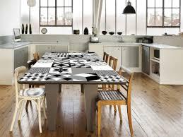 revetement adhesif pour meuble cuisine le carrelage adhésif carreaux de ciment un relooking facile