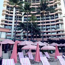 luxury waikiki resorts the royal hawaiian a luxury collection