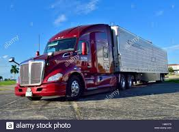 kenworth america american 18 wheeler kenworth high roof sleeper truck stock photo