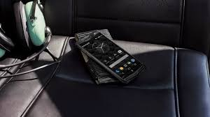 bentley releases a two tone the vertu signature touch for bentley is a 9000 phone with a 2mp