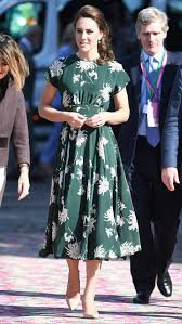 Kate Middleton Dress Style From by Kate Middleton Joins The Queen At Chelsea Flower Show Daily Mail