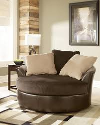 Swivel Sofas For Living Room This Comfortable Swivel Chair In Chocolate Looks Great In
