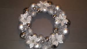 how to make an easy ornament wreath using only