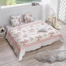 Ikea Family Schlafzimmer Gutschein Die Romantische Tagesdecke Mit Blumenmuster Bereichert Dein