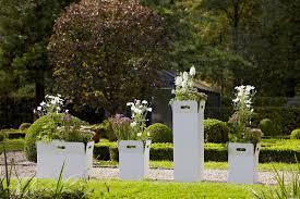 Gartengestaltung Mit Steinen Und Grsern Modern Box Pflanzgefässe Von Flora Architonic