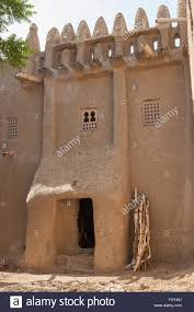 traditional adobe house in sudanese architecture style in djenne