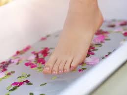 bassine pour bain de si e les vertus des bains de pieds biba