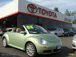 green volkswagen beetle 2008 gecko green volkswagen new beetle se convertible 18030281