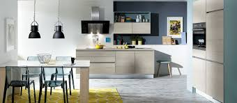 cuisine lineaire cuisine éaire et mur d armoire pin cuisines cuisiniste aviva