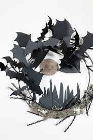 Make Halloween Wreath by 10 Diy Halloween Wreath Ideas Stylish And Scary Apartment Therapy