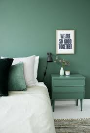monochromatic spaces white bedding green accent walls and green