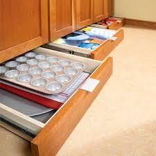 tiroir sous meuble cuisine tiroirs sous plinthes meuble en rangement cuisine