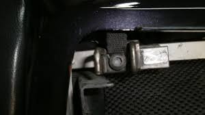 what actually holds the seat on zx6r forum