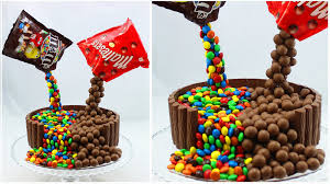 illusion candy cake mit m u0026ms und maltesers gravity defying candy