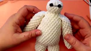 3d crochet baymax made with a rainbow loom make