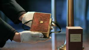 What Desk Is Trump Using by At Inauguration Trump Will Be Sworn In With Lincoln U0027s Bible Like