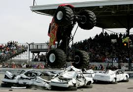 videos de monster truck monster trucks los camiones más agresivos