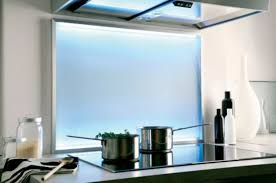 lumiere led pour cuisine crédence de cuisine en verre satiné et lumière led