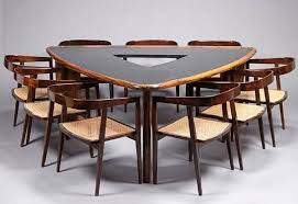 Choose A Triangle Dining Table For Your Dining Room Homes Innovator - Triangular kitchen table