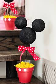 Mickey Mouse Table And Chairs by Best 25 Mickey Mouse Party Favors Ideas Only On Pinterest