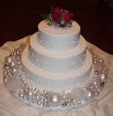 Christmas Wedding Cakes Use Christmas Balls The Color Of Your Wedding As Decorations On