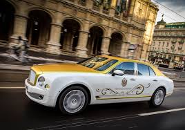 gold chrome bentley goldener bentley mulsanne für wiener opernball autofilou