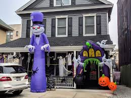 photos the spookiest halloween decorations in nyc carroll
