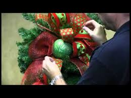 how to decorate a teardrop wreath for trees n trends