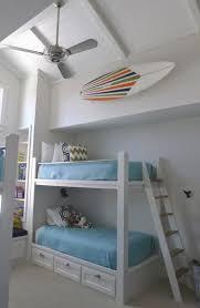 idee deco mezzanine déco chambre enfant avec planche de surf 50 inspirations