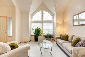 hauteur plafond chambre chambre de luxe de la famille dans des tons crème doux avec