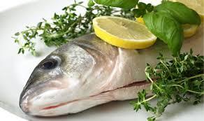 pesci alimentazione inserire tanto pesce nell alimentazione fa bene ma attenzione