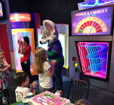 chuck e cheese s needs you for the guinness world records