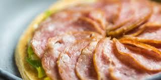 cuisiner saucisse de morteau tarte à la saucisse de morteau facile et pas cher recette