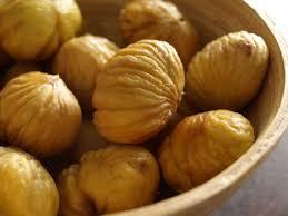 comment cuisiner des marrons comment éplucher facilement les châtaignes cookismo recettes